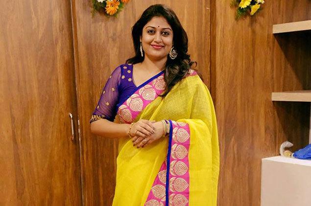 vijayamma first look from yatra : విజయమ్మగా అశ్రిత ...