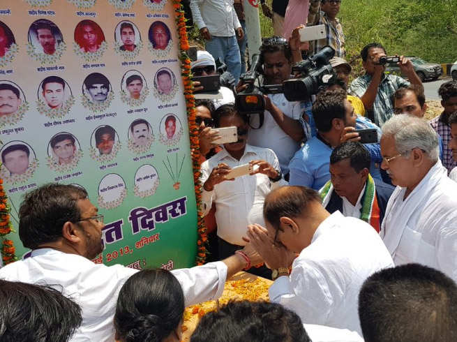 chhatisgarh congress pays tribute to cong leaders killed in 2013 naxal attack