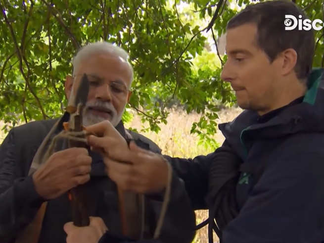 Grylls gave PM Modi a knife with a knife
