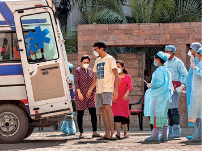 क्यों, महाराष्ट्र में बढ़ते और केरल में घटते गए कोरोना के केस?