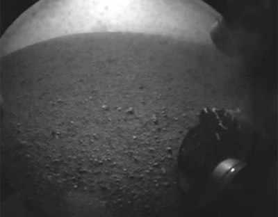 नासा के स्पेसक्राफ्ट क्यूरियोसिटी ने मंगल ग्रह से तस्वीर भेजी है।