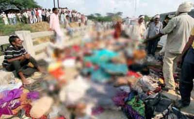 रतनगढ़ माता मंदिर में भगदड़ के बाद चारों तरफ लाशें ही लाशें दिख रही थीं।