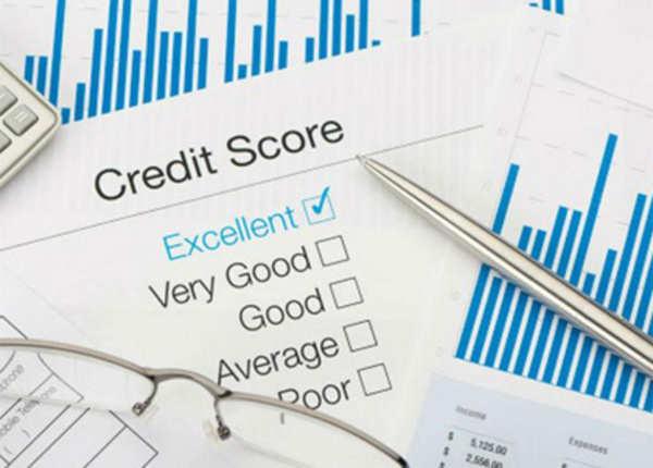 इन चार चीजों से क्रेडिट स्कोर घटता है.