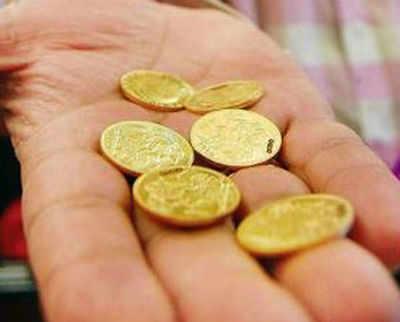 सोने के सिक्कों की सेल फिर शुरू