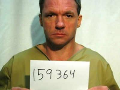 रॉबर्ट विक चोरी के जुर्म में 6 साल की सजा काट रहा है।