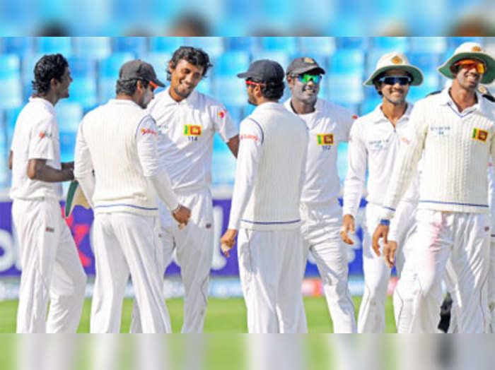 पाक 165 रन पर ऑल आउट, श्रीलंका 57 पर एक विकेट