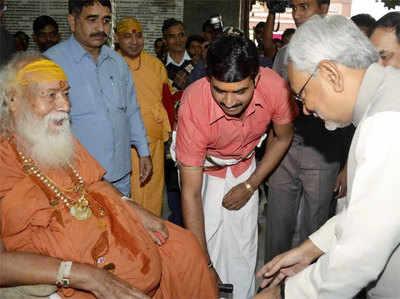 साईं की पूजा हिन्दू धर्म को बांटने की साजिश: स्वरूपानंद सरस्वती