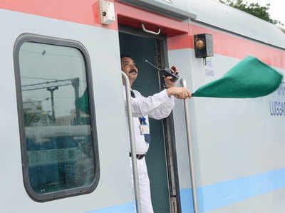 100 मिनट में दिल्ली से आगरा पहुंची सेमी हाई स्पीड ट्रेन