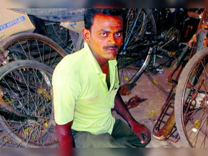 ಬದುಕು ಜಟಕಾ ಬಂಡಿ: ಜೀವನ ಚಕ್ರ ಸಾಗಿಸುತ್ತಿರುವ ಸೈಕಲ್ ರಿಪೇರಿ