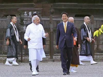 जापानी पीएम शिंजो एबे के साथ भारत के प्रधानमंत्री नरेंद्र मोदी