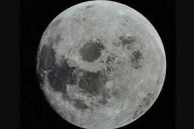 नासा चांद पर पीने का पानी खोज रहा है।
