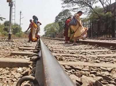 मानवरहित रेल फाटकों पर आए दिन दुर्घटनाएं होती रहती हैं। (प्रतीक चित्र)