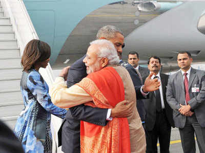 ओबामा का स्वागत करते मोदी