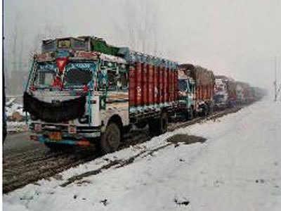 एकतरफा यातायात के खुला श्रीनगर-जम्मू नैशनल हाइवे