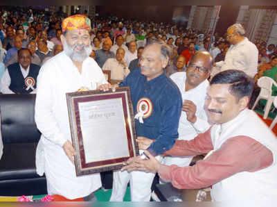 श्री दिगंबर जैन समाज अनिल विज को अंहिसा पुरूष की उपाधि से सम्मानित करते हुये