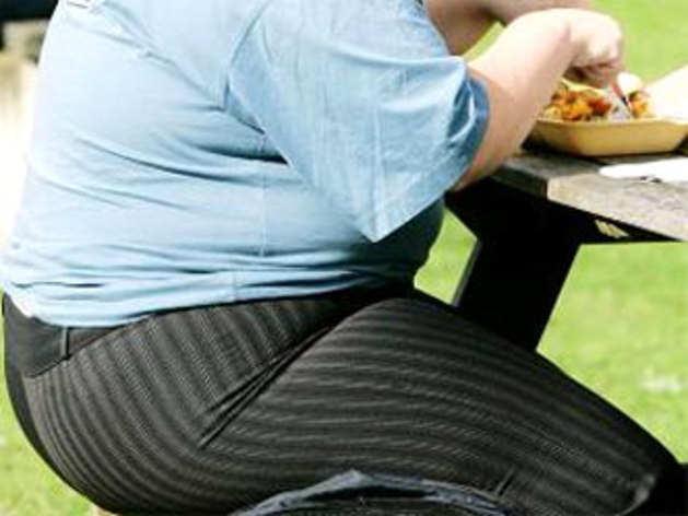 सिर्फ बैठे रहने से नहीं बढ़ता मोटापा