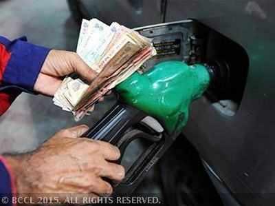 बीते वित्त वर्ष मेंडीजल, पेट्रोल पर टैक्स से हुई 75,441 करोड़ की कमाई