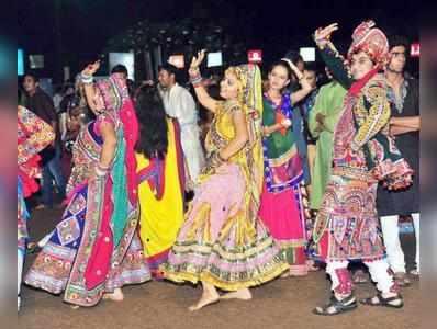 गरबा में मुस्लिमों पर रोक, हिंदुओं पर छिड़केंगे गोमूत्र