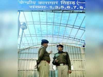 आईफोन यूज कर रहा था तिहाड़ का कैदी