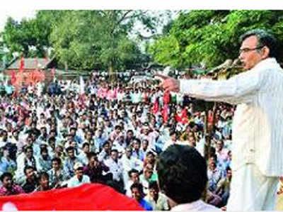 सीपीएम समर्थकों को संबोधित करते सूर्ज्य कांत मिश्रा