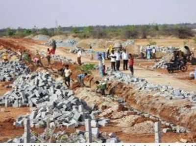 सूखे की भयंकर मार झेल रहे इन गांवों को इस परियोजना ने और भी सूखा कर दिया है...