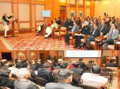 नए साल की पूर्व संध्या पर पीएम मोदी की क्लास में शामिल कुछ मंत्री और टॉप बाबू।