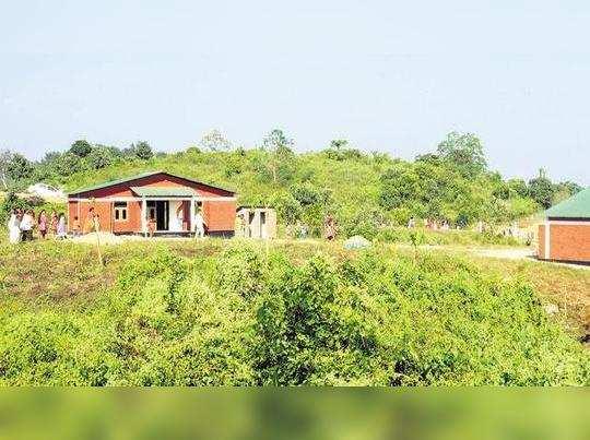 யானைகளுக்காக ஊரையே காலி செய்த அசாம் கிராம மக்கள்