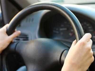 गूगल की ड्राइवरलेस कार पर तो अभी काम चल ही रहा है, लेकिन सेमिऑटोनोमस कारें अब जल्दी ही सड़कों पर दौड़ेंगी।