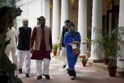 बीजेपी महासचिव राम माधव और पीडीपी प्रमुख महबूबा मुफ्ती