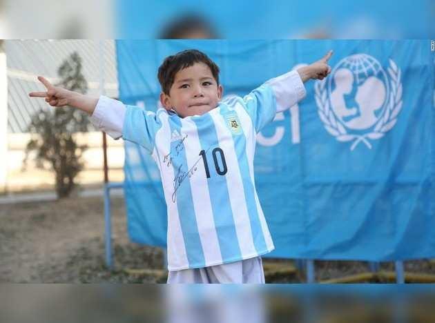 160225113506-murtaza-ahmadi-lionel-messi-afghanistan-super-169