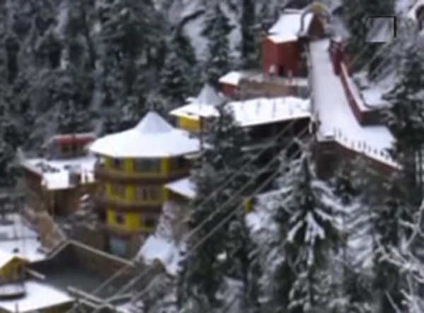 Tourists flock to Kufri to see snowfall