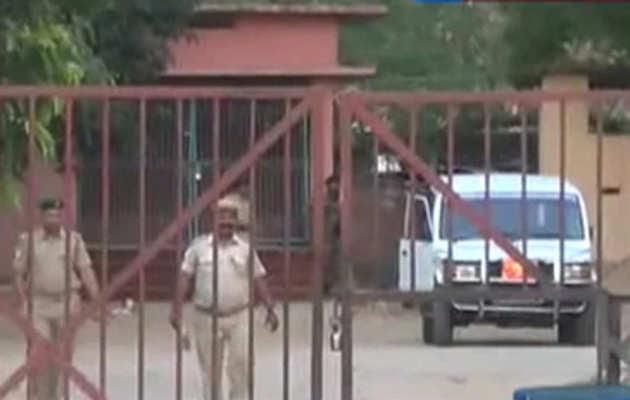 राज बल्लभ यादव ने बिहार शरीफ़ जेल में की जेल साथियों के लिए लंच की मेज़बानी, मारी गई छापेमारी