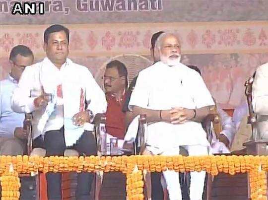 असम: पहली बार अपने दम पर बीजेपी की सरकार, सर्वानंद सोनोवाल ने सीएम पद की शपथ ली