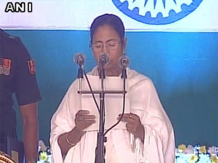 ममता दीदी ने लगातार दूसरी बार ली मुख्यमंत्री पद की शपथ