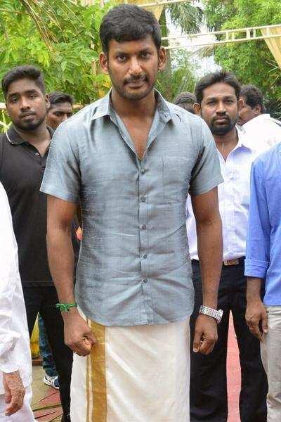 Actor Vishal arrives for the wedding ceremony