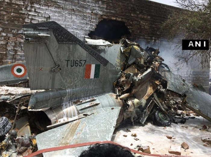 जोधपुर में मिग विमान क्रैश होकर रिहायशी इलाके में गिरा