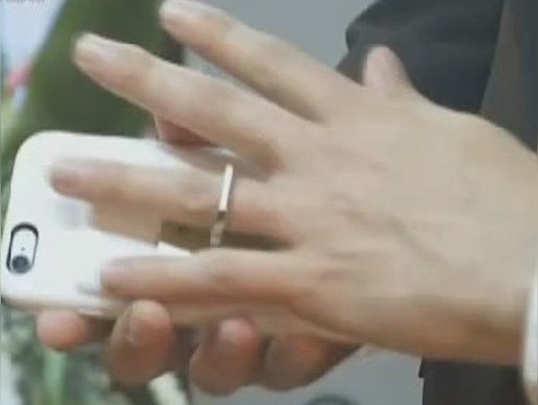 जब एक शख्स ने स्मार्टफोन से कर ली शादी