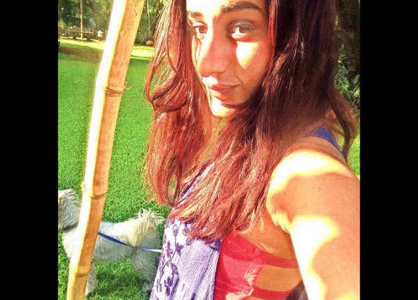 सलोनी चोपड़ा ने ब्रा लेकर फोटो क्यों खिंचाई