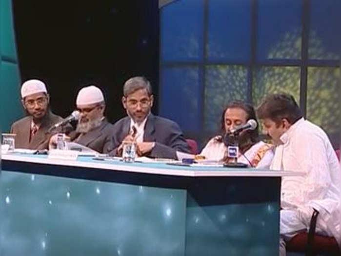 जाकिर नाइक के साथ मंच साझा करने पर श्री श्री रविशंकर ने दिया जवाब