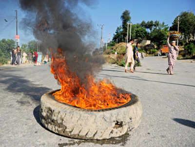 आतंकी की मौत पर कश्मीर में हिंसा