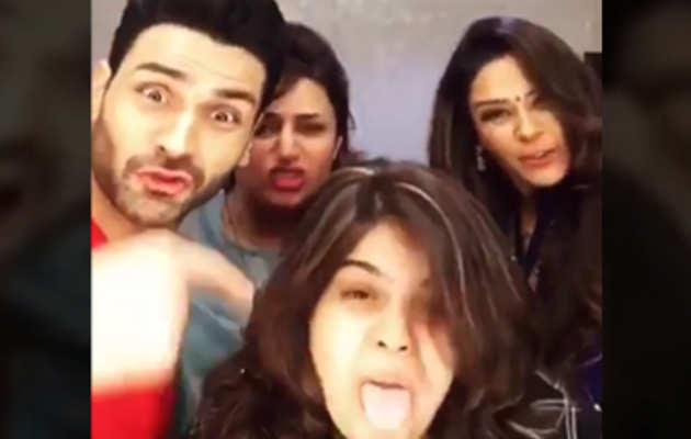देखिए: विवेक दहिया, दिव्यांका, मोना का मजाकियां डबस्मैश वीडियो