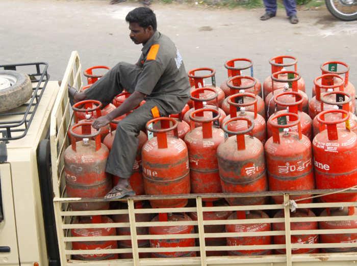 सब्सिडी वाला घरेलू LPG सिलिंडर ₹1.93 महंगा, मिट्टी का तेल 25 पैसे प्रति लीटर बढ़ा
