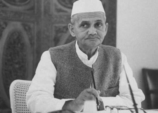 इन प्रधानमंत्रियों ने लिए भारत को आर्थिक आजादी दिलाने वाले फैसले