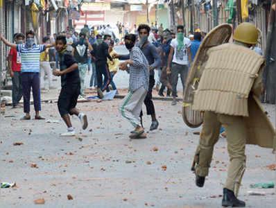 कश्मीर की हालिया हिंसा में 50 से अधिक लोग मारे जा चुके हैं