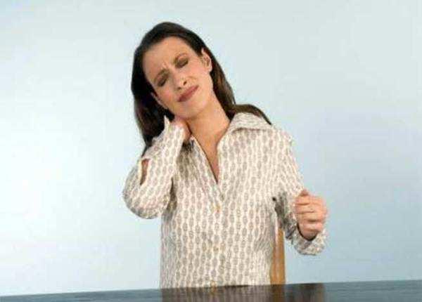 गर्दन दर्द में बहुत कारगर हैं ये 5 घरेलू उपाय