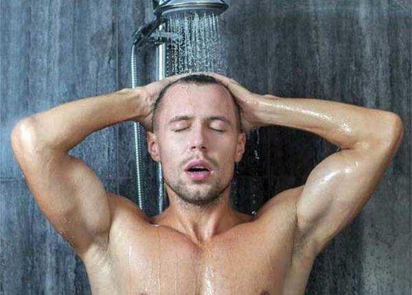 गुनगुने पानी से नहाएं