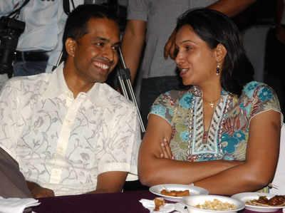 पत्नी पीवीवी लक्ष्मी के साथ पुलेला गोपीचंद (फाइल फोटो)