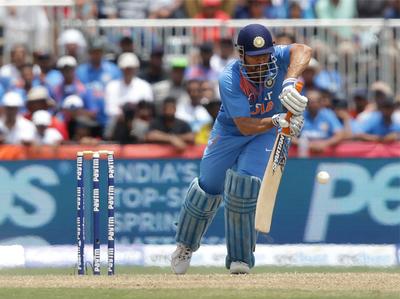 विंडीज के खिलाफ पहले टी-20 मैच के दौरान कप्तान धोनी