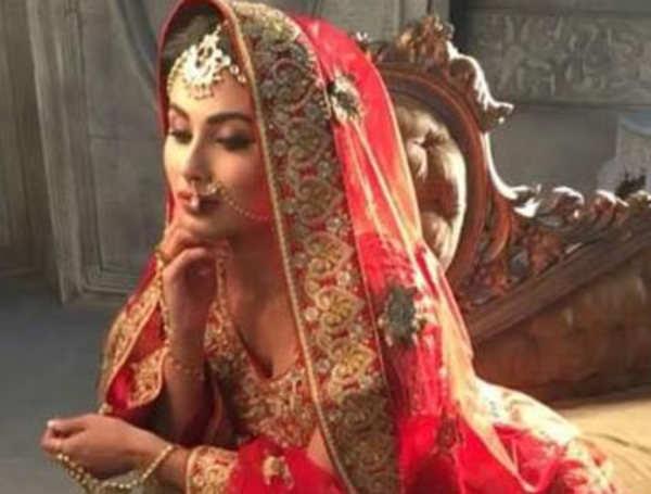 Mouni Roy looks breathtakingly gorgeous in this bridal avatar