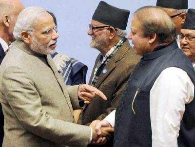 पाकिस्तानी प्रधानमंत्री नवाज शरीफ के साथ प्रधानमंत्री नरेंद्र मोदी। (फाइल फोटो)